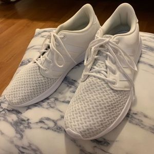 adidas Shoes - adidas cloud foam QT racer sz 9 color white